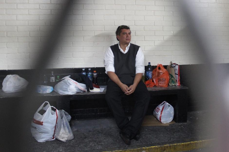 Desde que está detenido le han llevado varias bolsas con alimentos, botellas de agua pura, café y libros. (Foto: Alejandro Balán/Soy502)