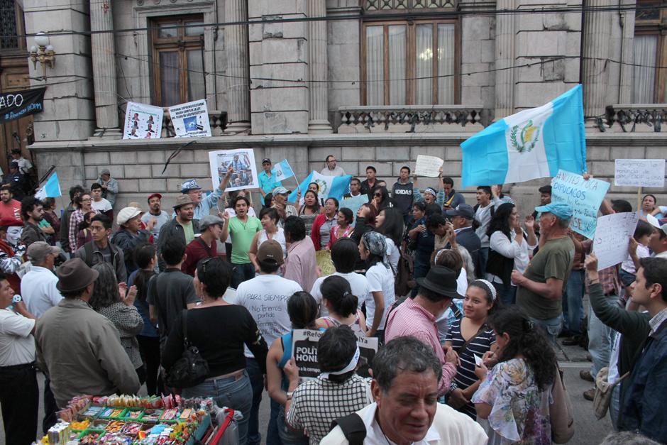 Varias personas acudieron a una nueva jornada de protestas en la zona 1. (Foto: Alejandro Balán/Soy502)