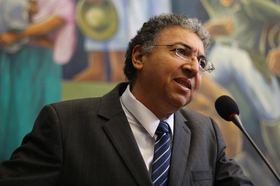 Marvin Osorio, diputado de Lider, es el encargado de promover la iniciativa de Ley que busca obligar la lectura de la Biblia en escuelas. (Foto: Alexis Batres/Soy502)