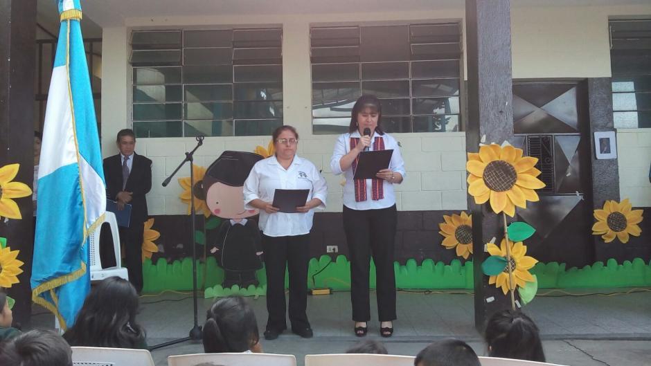 Las maestras de las víctimas tuvieron que recibir apoyo psicológico tras el derrumbe. (Foto: Soy502)