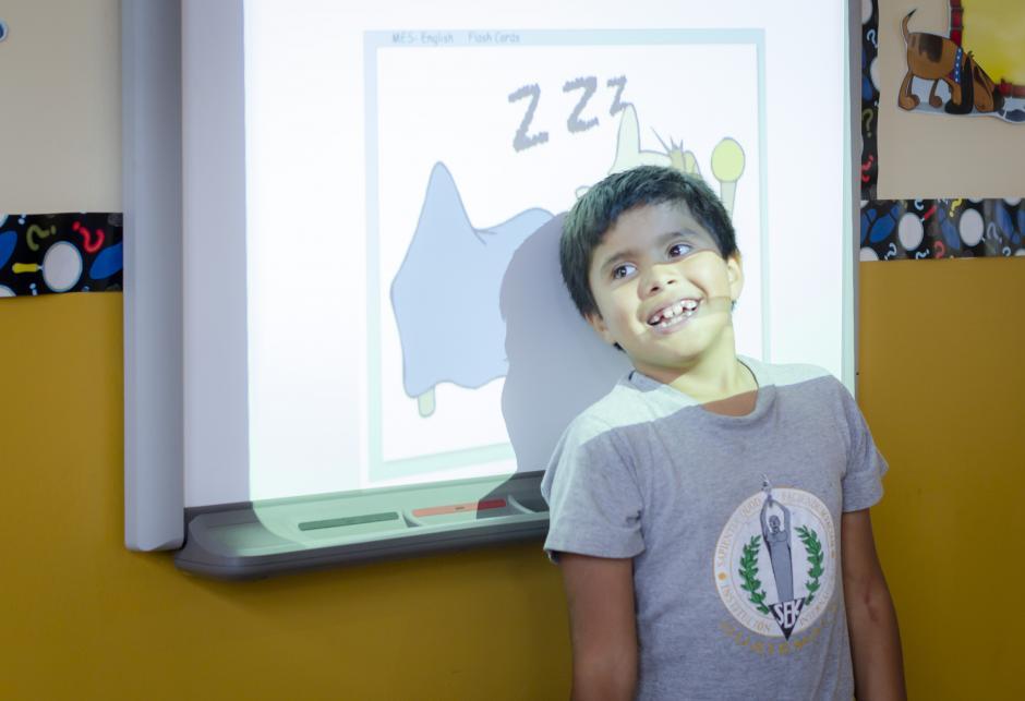 Las pizarras digitales ofrecen a los alumnos diversos programas educacionales que fortalecen el conocimiento lúdico. (Foto: Magui Medina/Soy502)