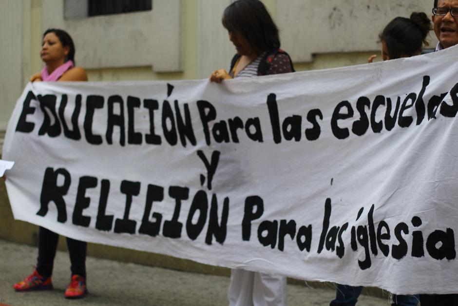 """Los manifestantes recordaron la separación de """"Estado e Iglesia"""". (Foto: Alexis Batres/Soy502)"""
