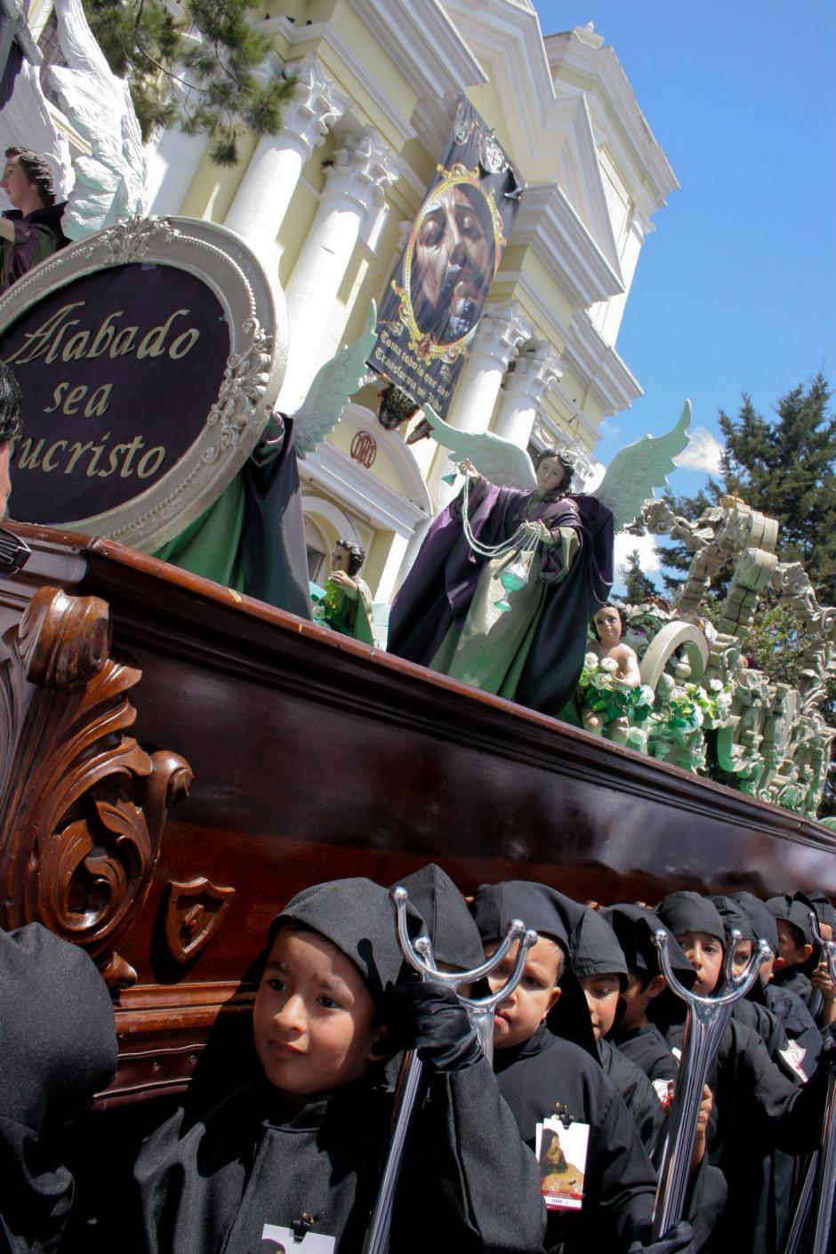 """Desde 1956 se organiza la procesión de los niños y niñas, el """"semillero"""" como se llama. (Foto: Raúl Illescas/Soy502)"""
