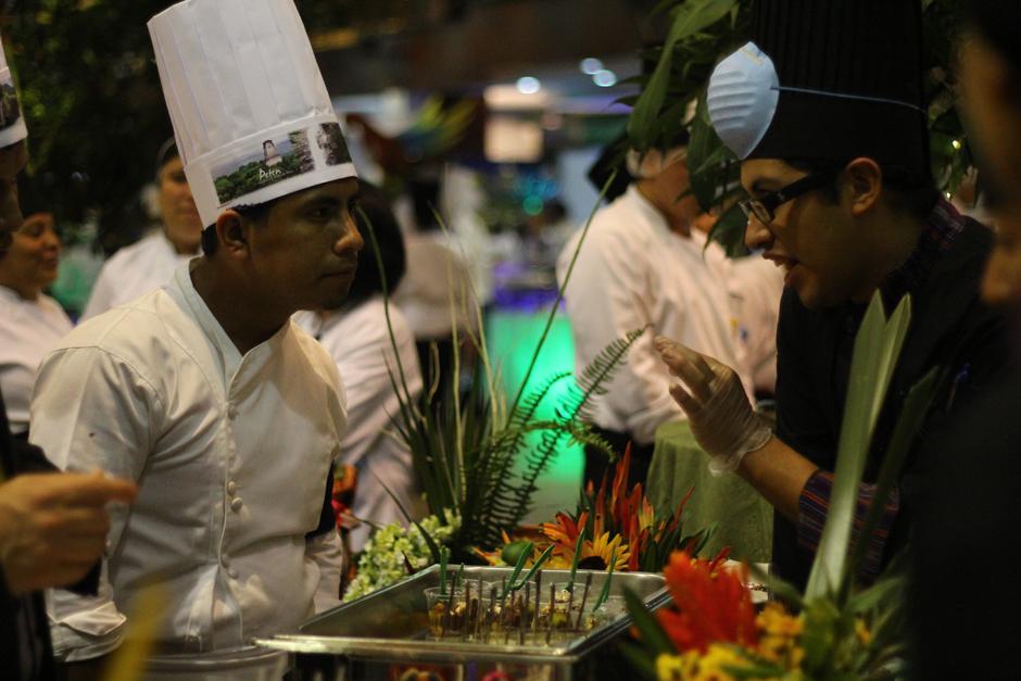 El Festival también sirve como centro de reunión de chefs, quienes aprovechan para compartir secretos culinarios. (Foto: Alexis Batres/soy502)