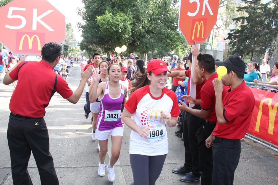 La carrera reunió a familias completas y se dividió en distancias de 5 y 10 kilómetros. (Foto: Antonio Ordoñez/Soy502)