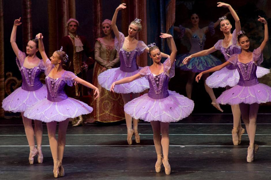 Decenas de bailarinas demostraron sus grandes dotes artísticos. (Foto: José Dávila/Soy502)