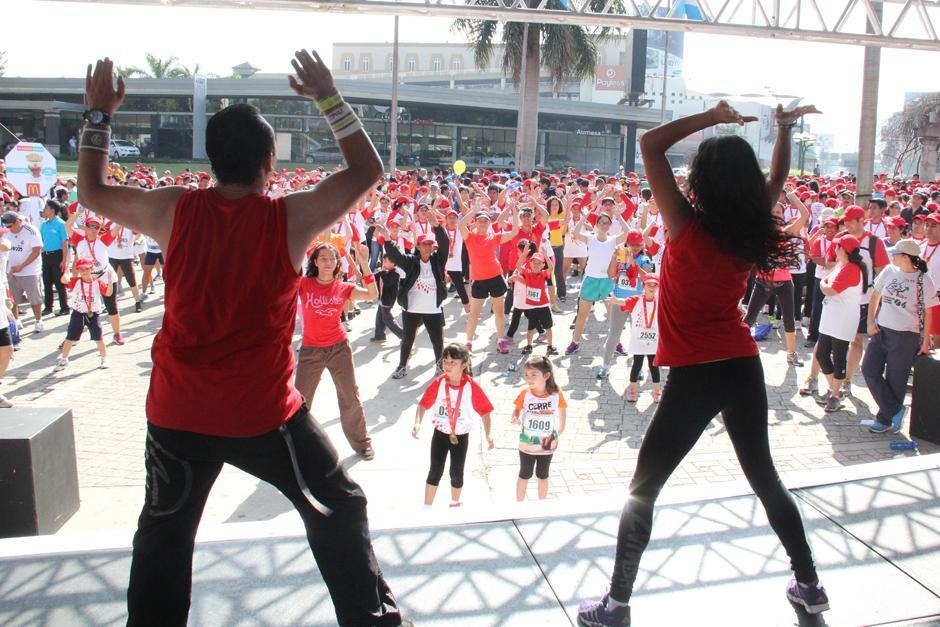 """El grupo """"Zumba Guatemala"""" fue el encargado de guiar la sesión de baile. (Foto: Antonio Ordoñez/Soy502)"""