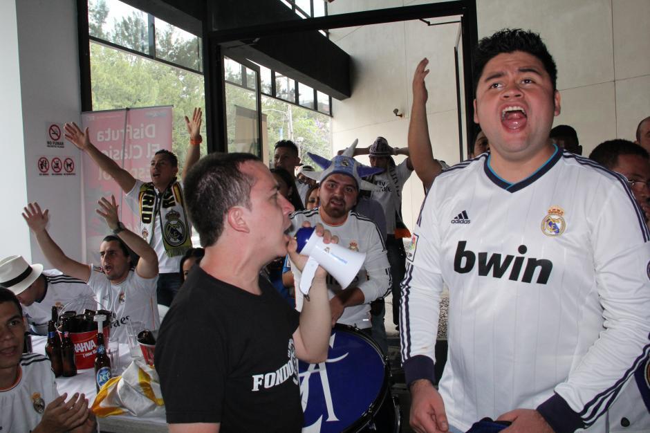 ¡Todo a pulmón! Los hinchas del Real Madrid se desgañitaron por su equipo. (Foto: Antonio Ordoñez/Soy502)