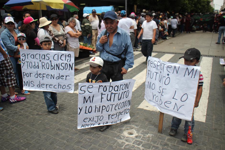 Estos niños también estuvieron en parte del recorrido de la Huelga Extraordinaria. (Foto: Alejandro Balan/Soy502)