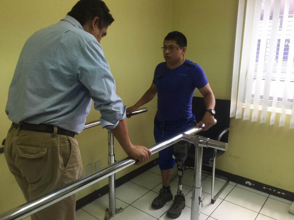 Henry Hernández, perdió la pierna izquierda al ser arrollado por un conductor ebrio, Henry atendía una emergencia cuando ocurrió el falta incidente. (Foto: Bomberos Voluntarios )