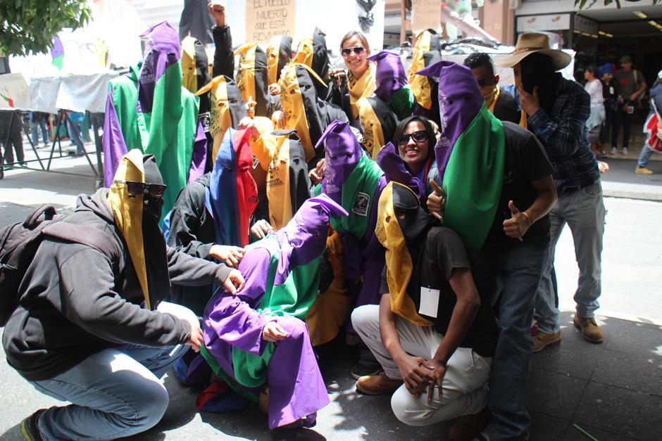 Decenas de estudiantes universarios de varias facultades y escuelas de la Usac participaron en la Huelga Extraordinaria. (Foto: Alejandro Balan/Soy502)
