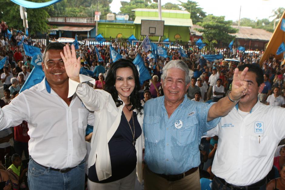El vicepresidenciable Juan Luis Mirón (de azul) y los candidatos a diputados acompañaron a Zury durante el acto. (Foto: VIVA)