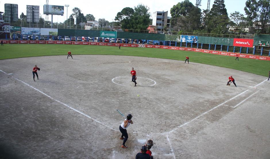 Los diamantes de la zona 15 han sido la casa de las softbolistas guatemaltecas. (Foto: Luis Barrios/Soy502)