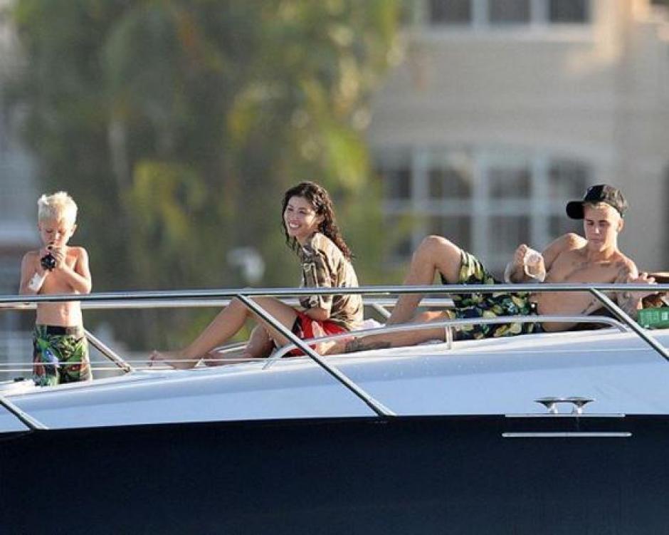 La estrella pop ha estado de vacaciones acompañado de su nueva chica y de su hermano pequeño (Foto: mundodeportivo.com)