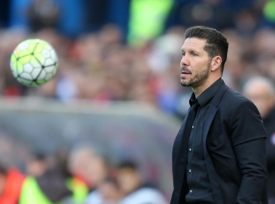 Torres vio la amarilla, mientras Simeone fue expulsado del juego. (Foto: AFP)