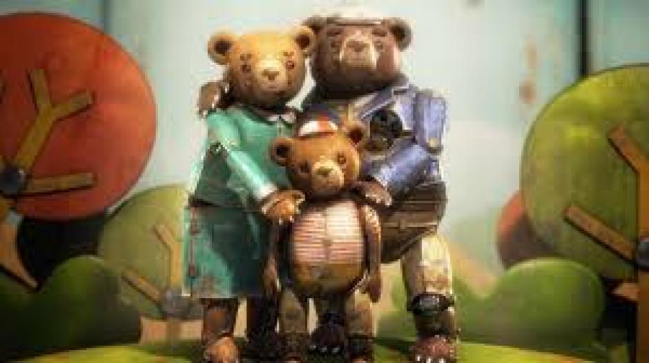 La historia: Es un oso triste y solitario, que construye un mágico diorama con sus propias manos como un intento de recordar la vida feliz de antaño, con su esposa y su hijo, antes de que un circo lo arrancara de su hogar y lo hiciera trabajar por la fuerza y pasar una vida miserable.