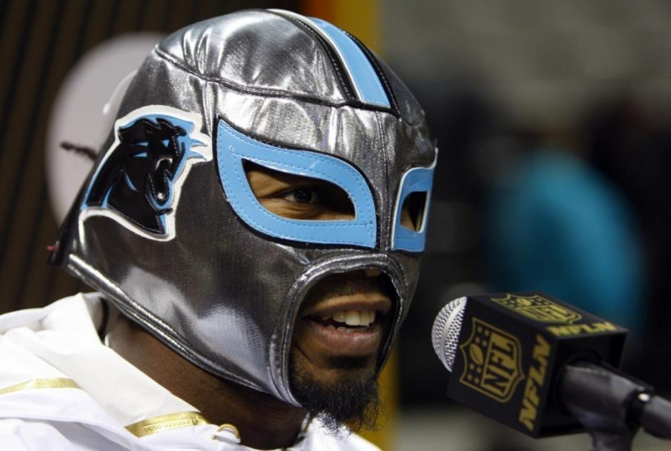 Josh Norman, el No. 24 de Carolina Panthers, llegó con una máscara de lucha libre. (Foto: washingtonpost.com)