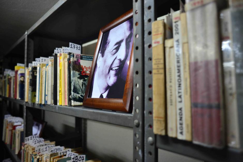 La familia Cuevas Juárez donó su colección a la Biblioteca Nacional. (Foto: Jesús Alfonso/Soy502)