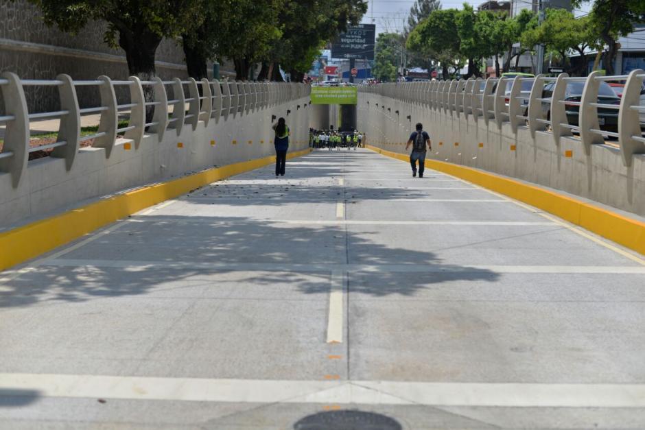 Este es el ingreso al paso a desnivel. (Foto: Wilder López/Soy502)