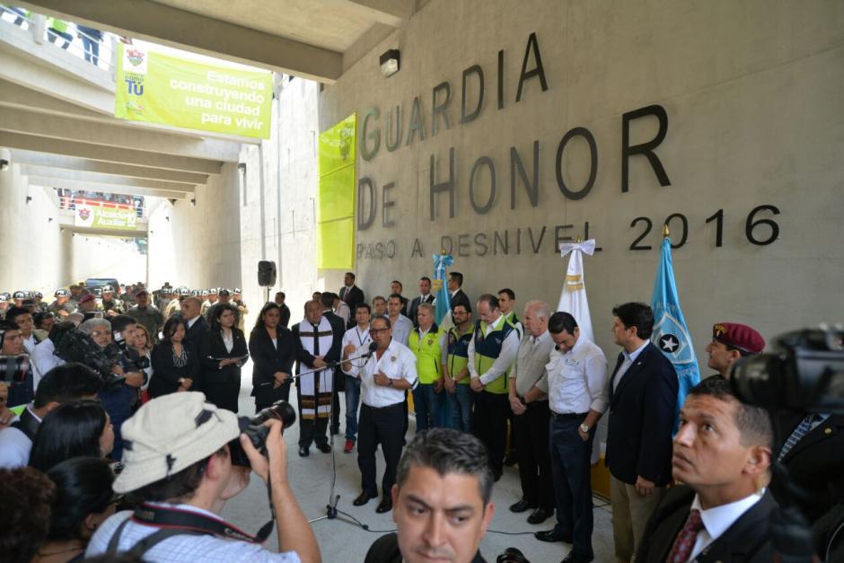 El paso a desnivel lleva el nombre de Guardia de Honor. (Foto: Wilder López/Soy502)