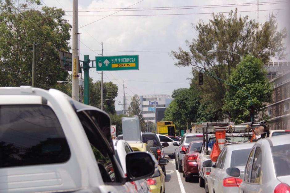 Se espera que el paso a desnivel alivie el tráfico en la 6a. avenida de la zona 10. (Foto: Wilder López/Soy502)