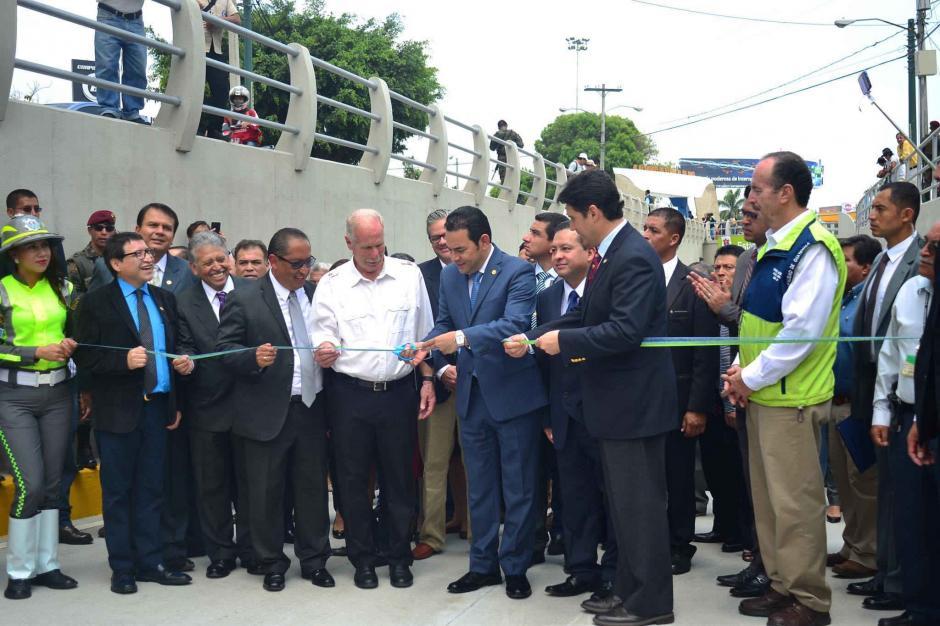 Con el corte de cinta de las autoridades, se abrió el paso para los vehículos. (Foto: Jesús Alfonso/Soy502)
