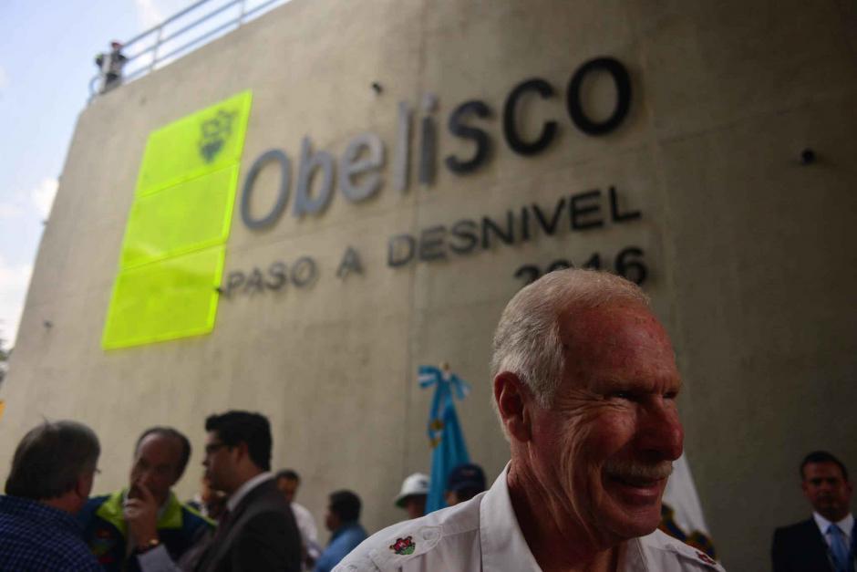 El alcalde capitalino Álvaro Arzú inauguró el nuevo paso a desnivel. (Foto: Jesús Alfonso/Soy502)