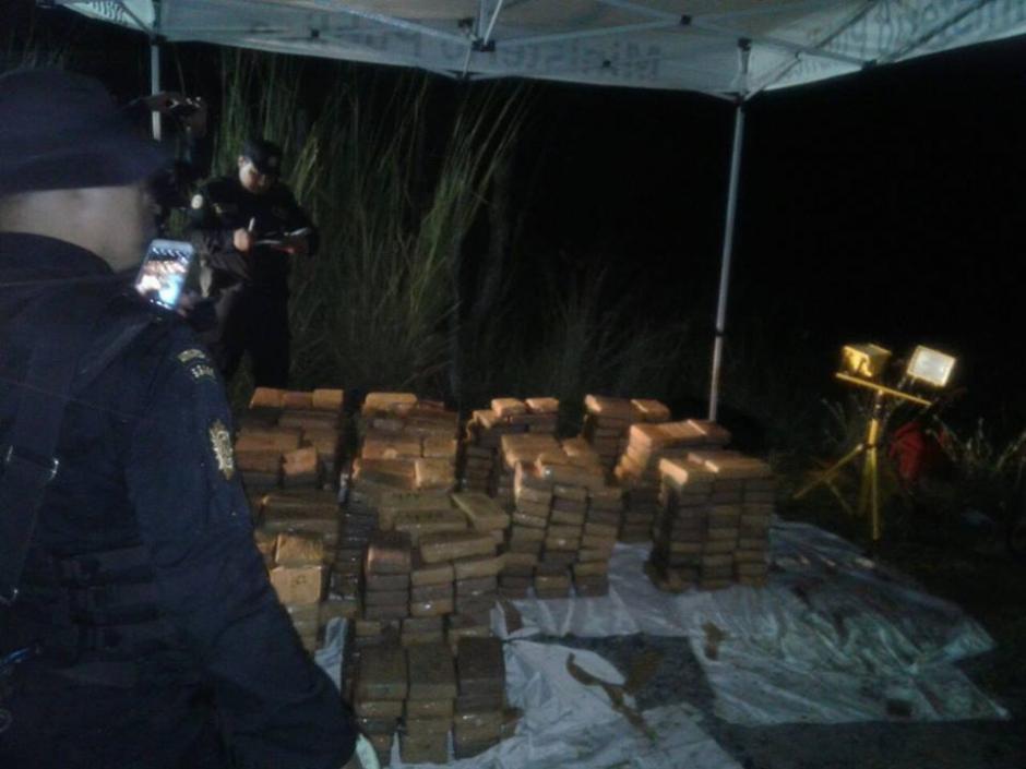 585 kilos de cocaína fueron encontrados en un camión. (Foto: PNC)