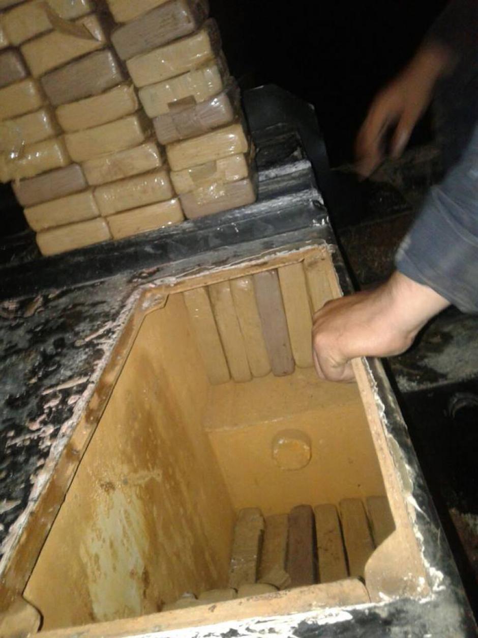 La droga estaba oculta en un doble fondo del camión. (Foto: PNC)