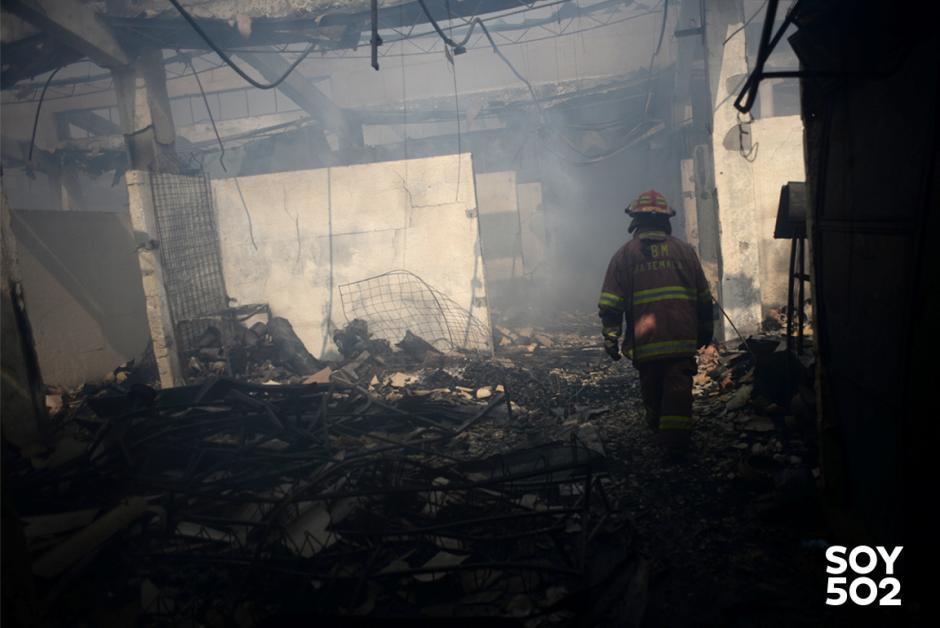 Sólo escombros quedaron de los pequeños negocios de La Terminal. (Foto: Jesús Alfonso/Soy502)