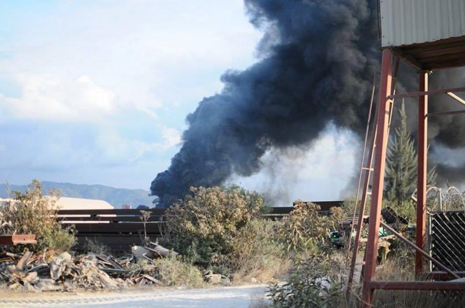 Otra panorámica del incendio registrado la tarde del 3 de marzo. (Foto: Alejandro Balan/Soy502)