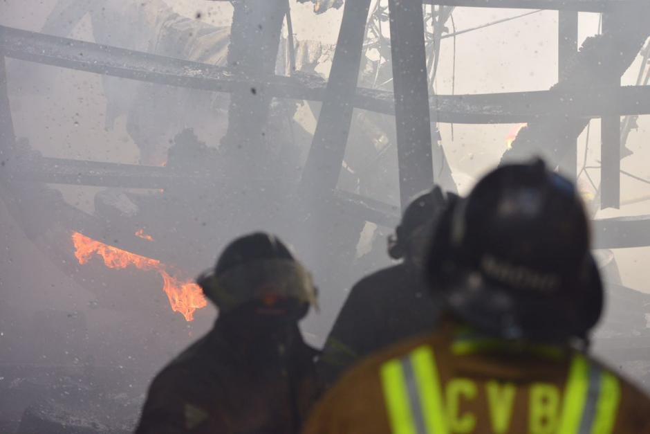Se desconoce qué provocó el incendio que acabó casi con todas las instalaciones. (Foto: Jesús Alfonso/Soy502)