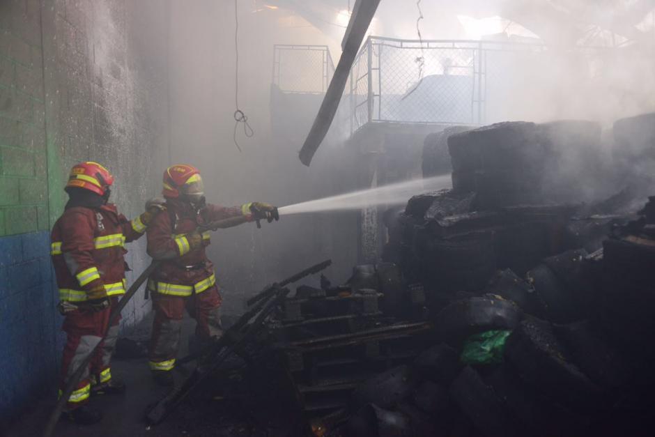 En el lugar solo se reportaron daños materiales y un bombero herido con quemaduras leves. (Foto: Jesús Alfonso/Soy502)