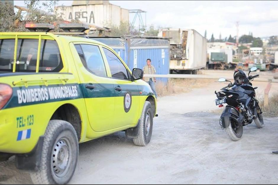 La seguridad privada del predio impidió el ingreso de más bomberos. (Foto: Alejandro Balan/Soy502)