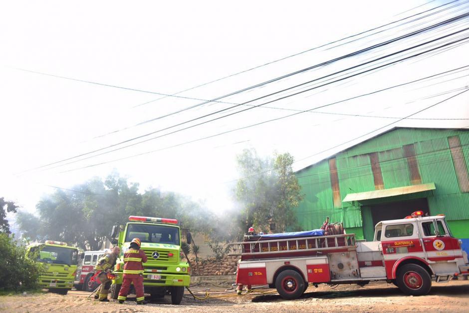 Una bodega donde se resguardaban zapatos fue consumida por el fuego.(Foto: Jesús Alfonso/Soy502)