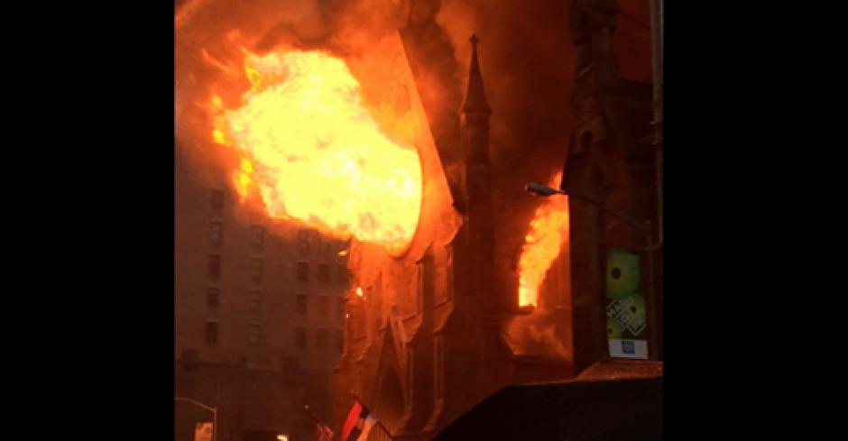 En pleno Manhattan se registra el incendio. (Foto: Twitter/@susannapanevin)