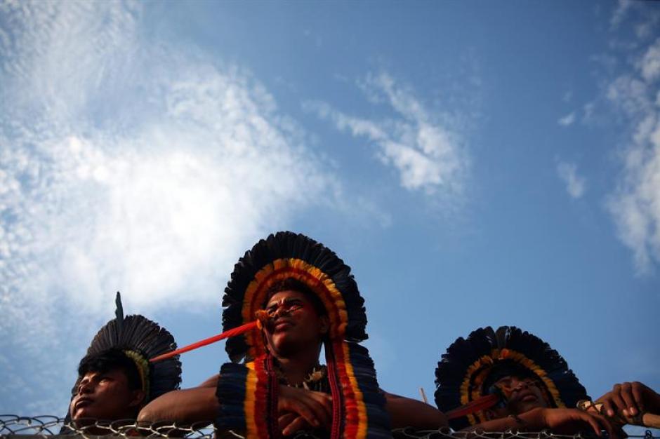 Indígenas brasileños de la etnia Manoki participan en la modalidad de Arco y Flecha. (Foto: EFE)