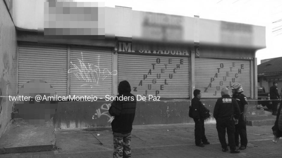 Un indigente murió vapuleado en la 6ta. Avenida  y 7a. Calle de la zona 4. (Foto: Twitter@amilcarmontejo)
