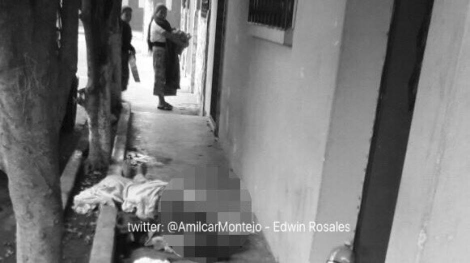 Otro indigente fue golpeado en la 15 avenida y 4a. Calle de la zona 6. (Foto: Twitter@amilcarmontejo)