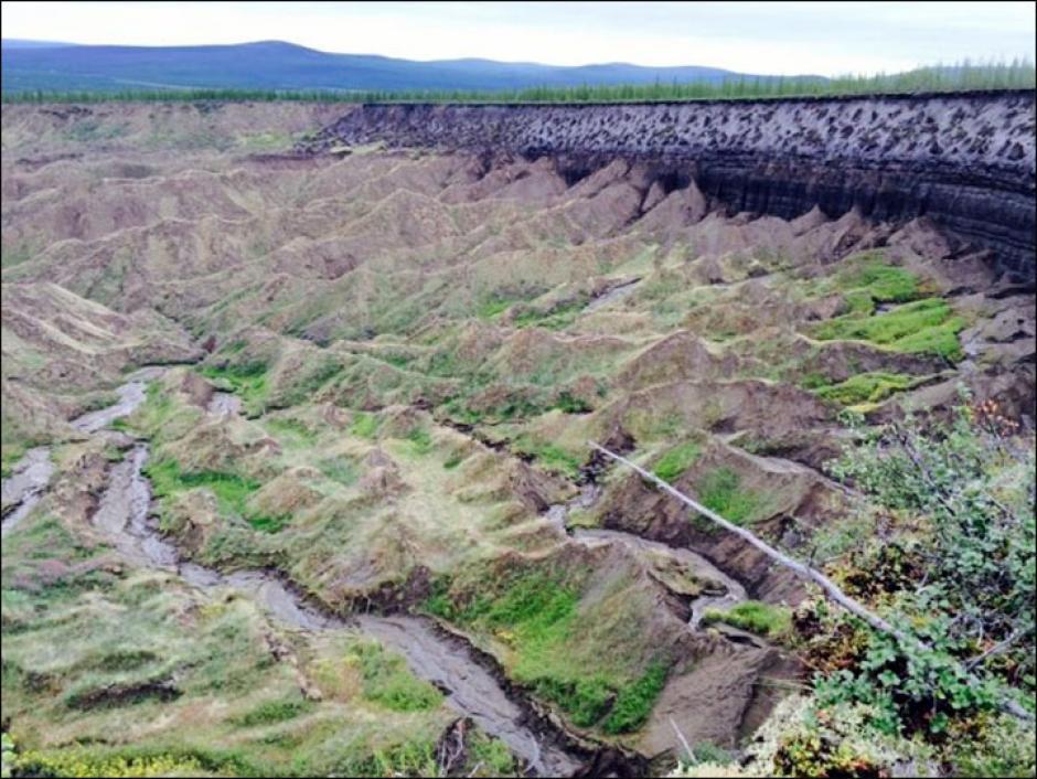 Dicho cráter tiene un kilómetro de largo y cien metros de fondo. (Foto: rt.com.es)