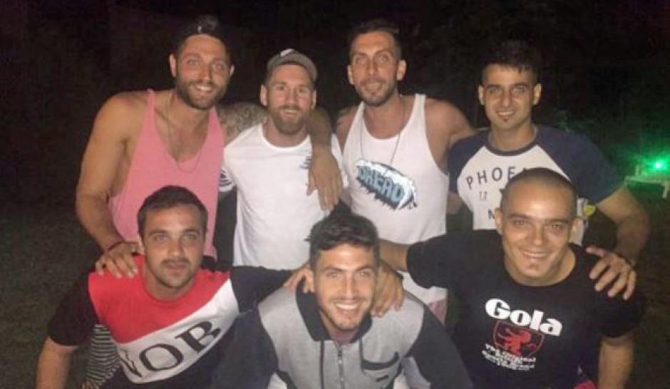 Messi y sus amigos de la infancia cenaron juntos en las vacaciones de navidad. (Foto: Instagram)