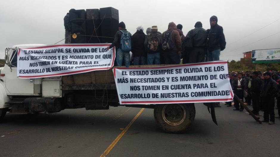 Un grupo de inconformes bloquea el kilómetro 170 de la ruta Interamericana. (Foto: @g7_m0y)