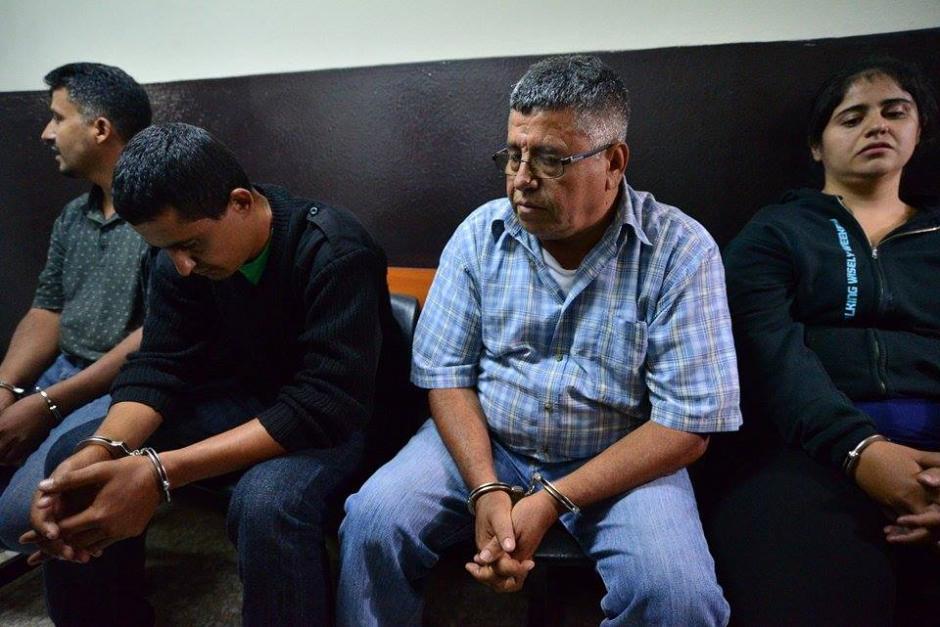 Las cuatro personas detenidas son familares que realizaban cobros por supuestos traslados internacionales. (Foto: Wilder López/Soy502)