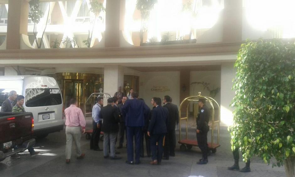 Las autoridades realizan registro e inspección del Hotel Camino Real. (Foto: @MPguatemala)