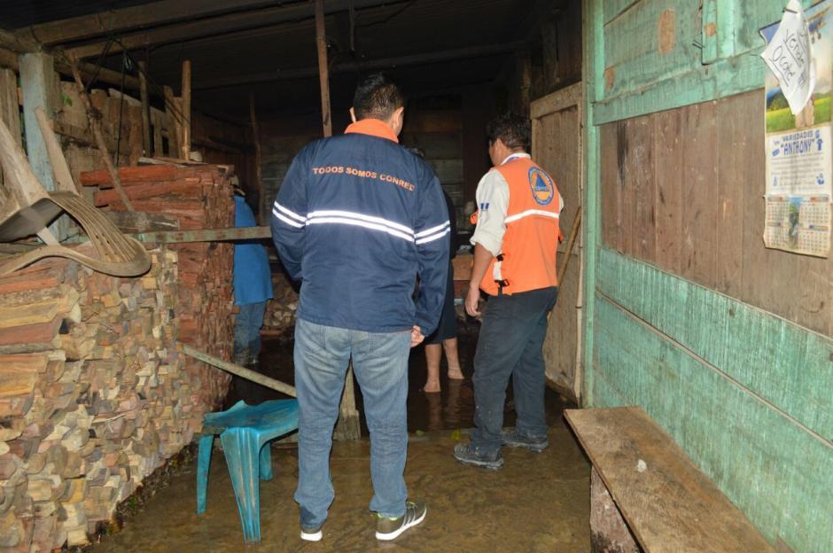 Al menos 190 viviendas sufrieron daños leves en Poptún, Petén. (Foto: Conred)