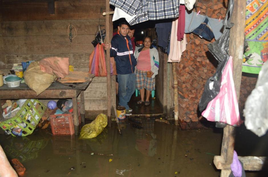 Más de 900 personas resultaron afectadas por inundaciones en Poptún, Petén. (Foto: Conred)