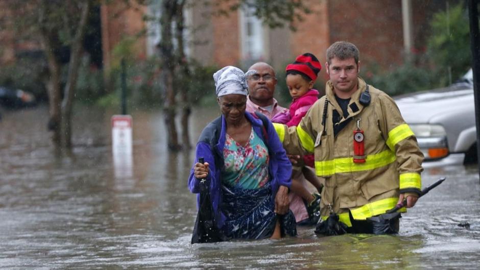 Miles de personas han sido rescatadas por las inundaciones. (Foto: Univisión)