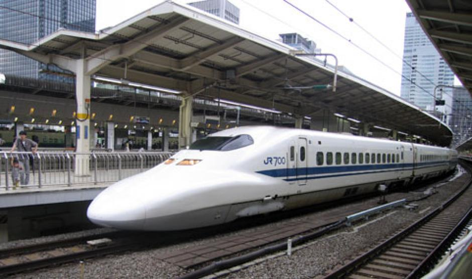 El tren partió de Tokio para Osaka y la imagen fue captada cuando circulaba por Shizuoka. (Foto: ip.gov.py)