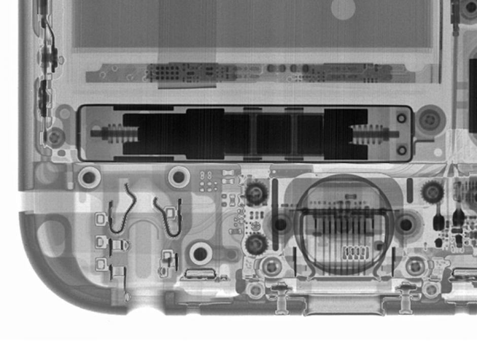 El motor Taptic de los iPhones 6S y 6S Plus visto con rayos X. (Foto: iFixit)