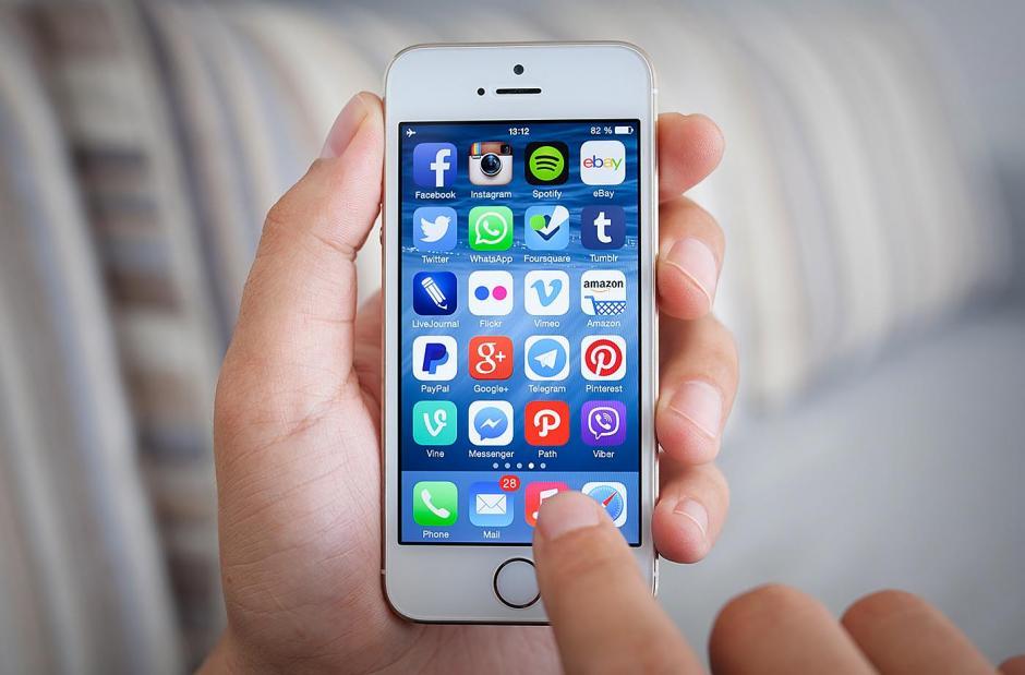 Apple le pide a los usuarios que actualicen sus dispositivos a la nueva versión de IOS. (Foto: okdiario.com)